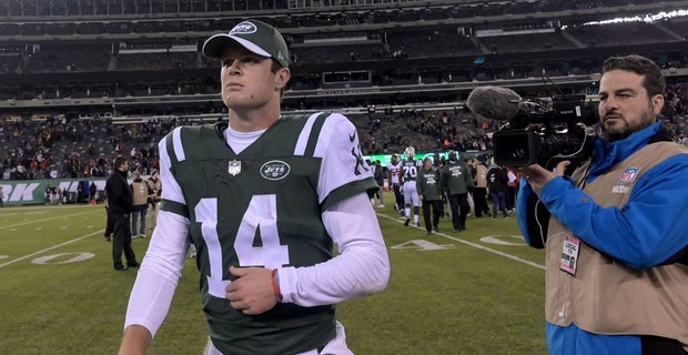 uk availability a8d1c 3f804 Sam Darnold dresses up as Mall Santa to bring cheer to NJ kids