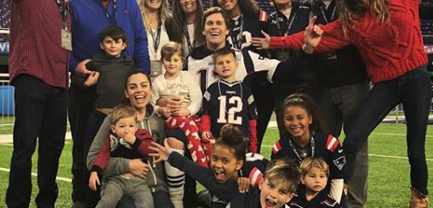 Tom Brady posts photo with family leading up to Super Bowl LII