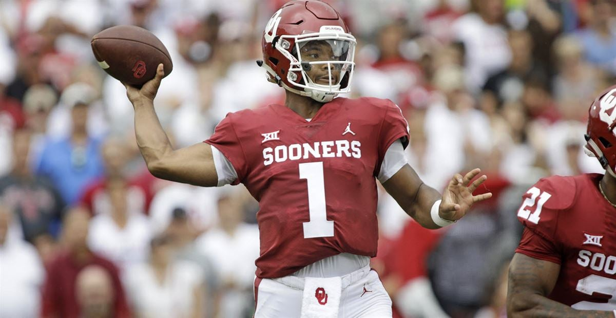 new concept 2c918 22f8b Kyler Murray collects Manning Award