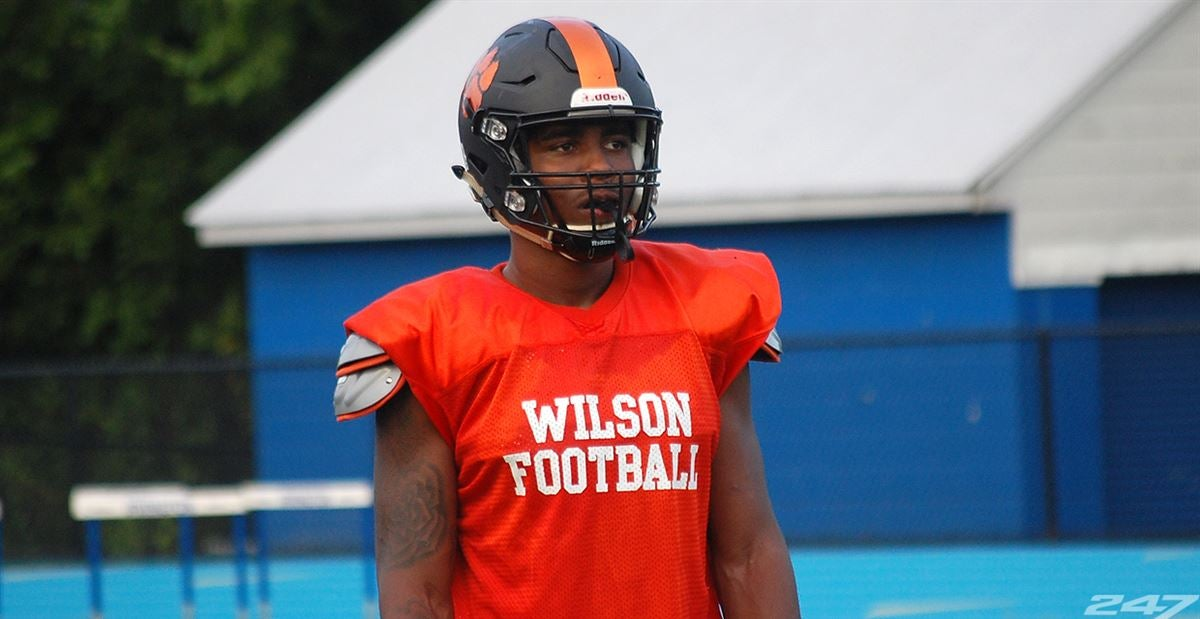 '20 Four-star DE Diggs talks to six most frequently