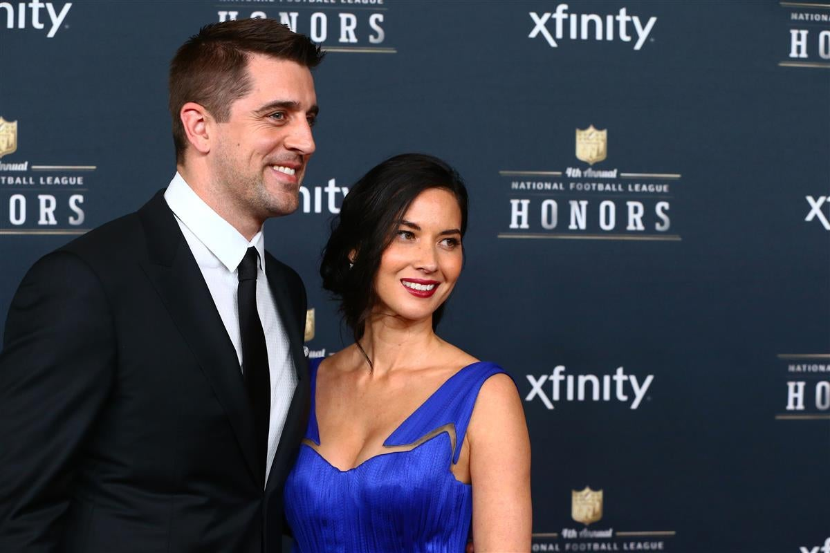 WATCH: Olivia Munn comments on Aaron Rodgers engagement rumors