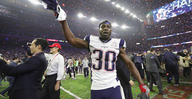 f0ef896032f ... Duron Harmon further hints Patriots will stand for anthem Su