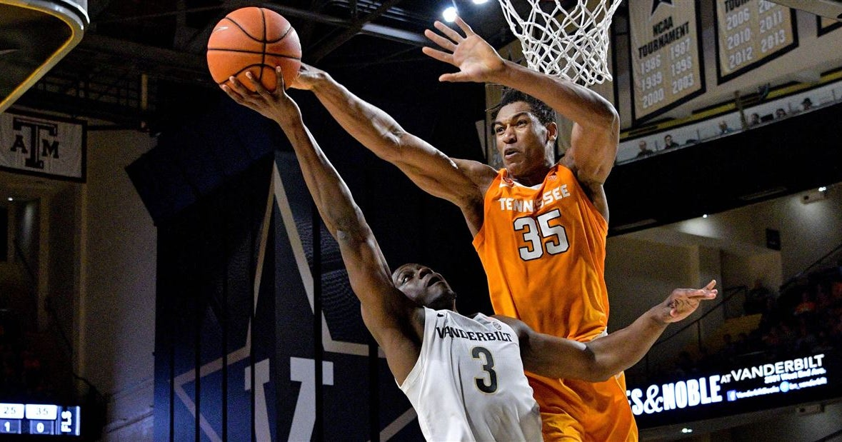 Where Tennessee basketball is ranked with Yves Pons coming back