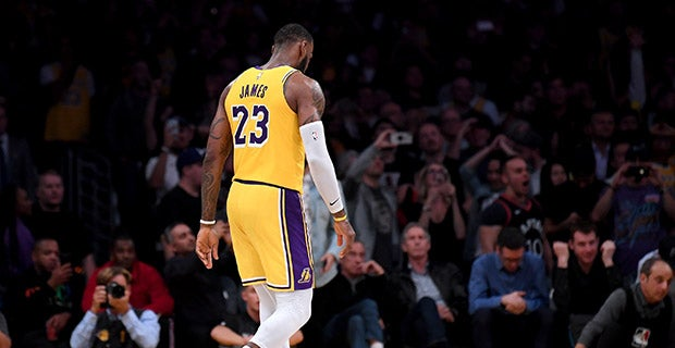 91a1bf7da0f J.R. Smith leads reactions to wild Lakers game