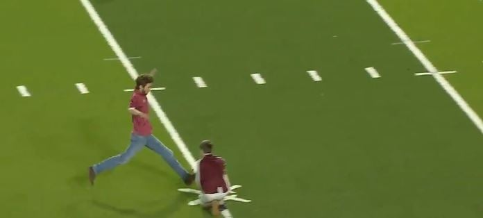 WATCH: Troy student shanks FG for cash attempt directly at refs