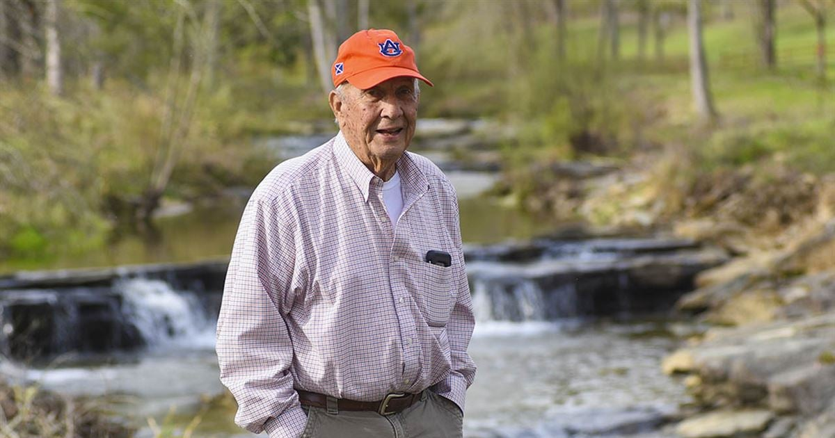 Hall Of Fame Auburn Football Coach Pat Dye Dead At Age 80