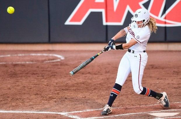 Energized Auburn softball team earns back-to-back sweeps