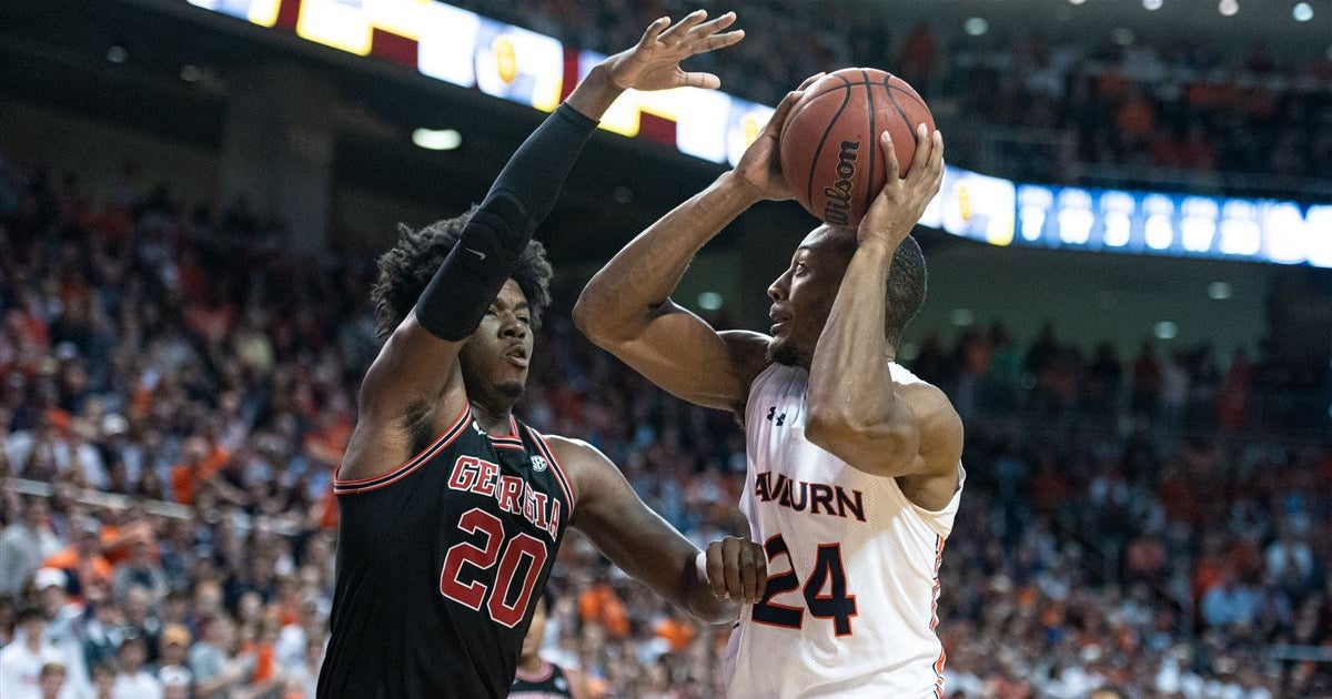 Pearl's team back on the road for rivalry game vs. slumping UGA
