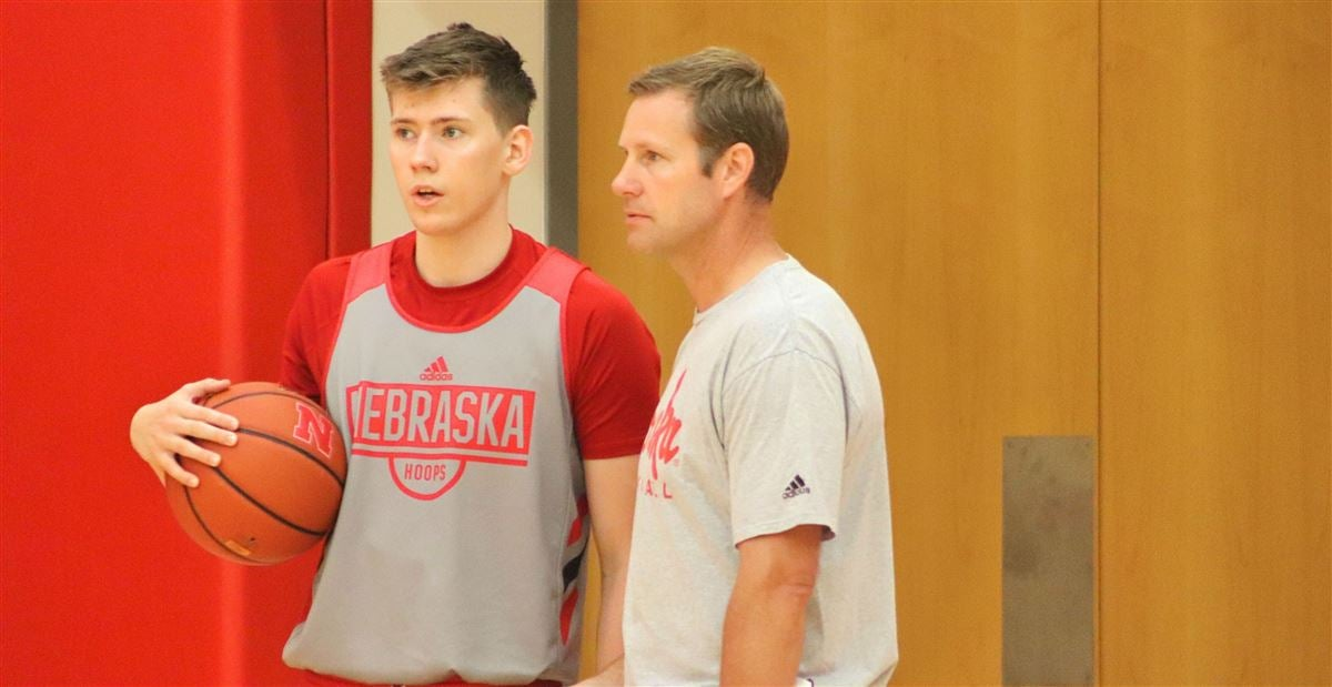 Huskers close Italy trip 4-0 with win