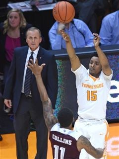 nike dunk cerceau de basket-ball - Late flurry pushes Texas A\u0026amp;M past UT Vols basketball, 92-88