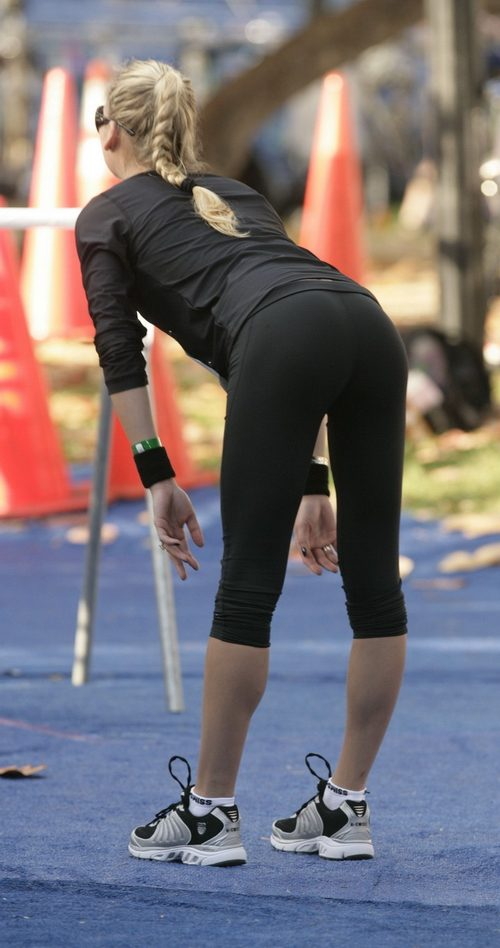 c9bead605a7 Sexy girls in yoga pants   theCHIVE